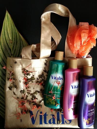 Mandi Parfum dengan Vitalis Body Wash Menghasilkan Kulit Sehat Berseri Alami