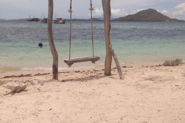 Pulau Kanawa di Labuan Bajo Surga Pencinta Kesunyian